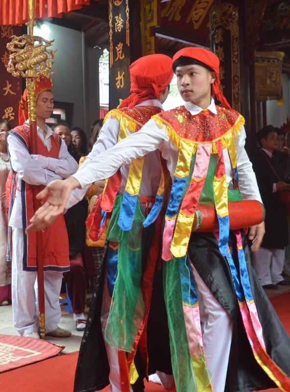 Về Triều Khúc xem trai làng giả gái múa Bồng ảnh 7