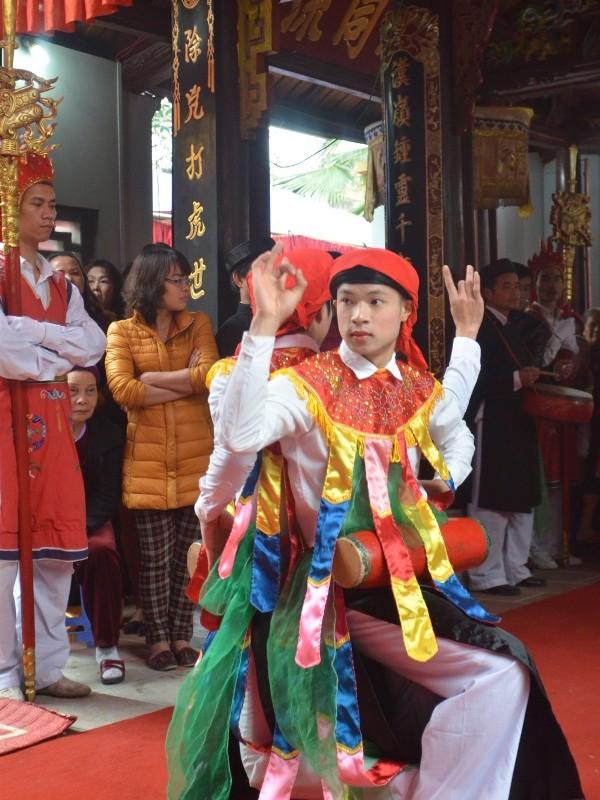 Về Triều Khúc xem trai làng giả gái múa Bồng ảnh 8