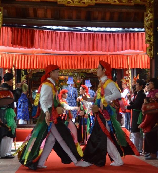 Về Triều Khúc xem trai làng giả gái múa Bồng ảnh 9