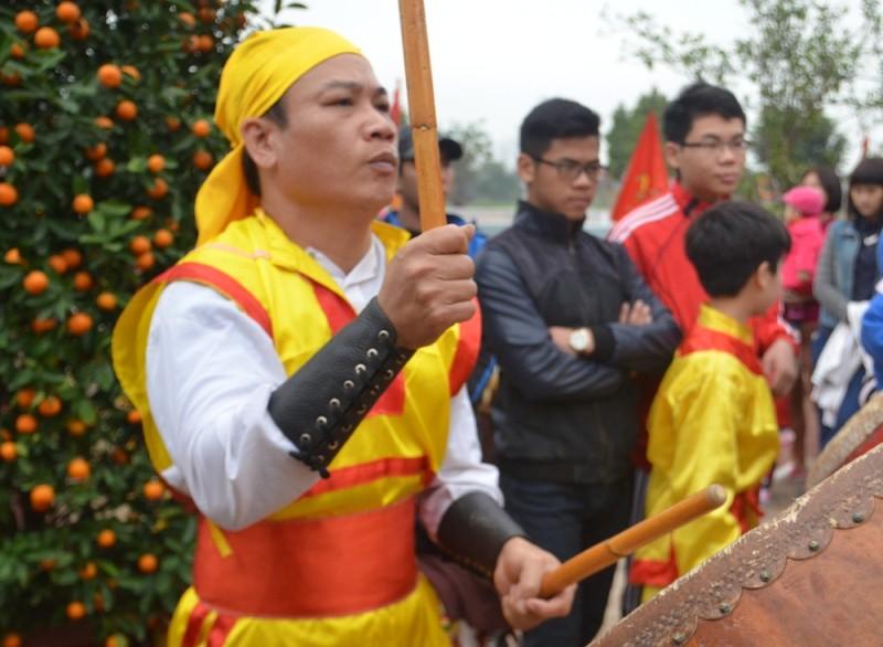 Về Triều Khúc xem trai làng giả gái múa Bồng ảnh 11