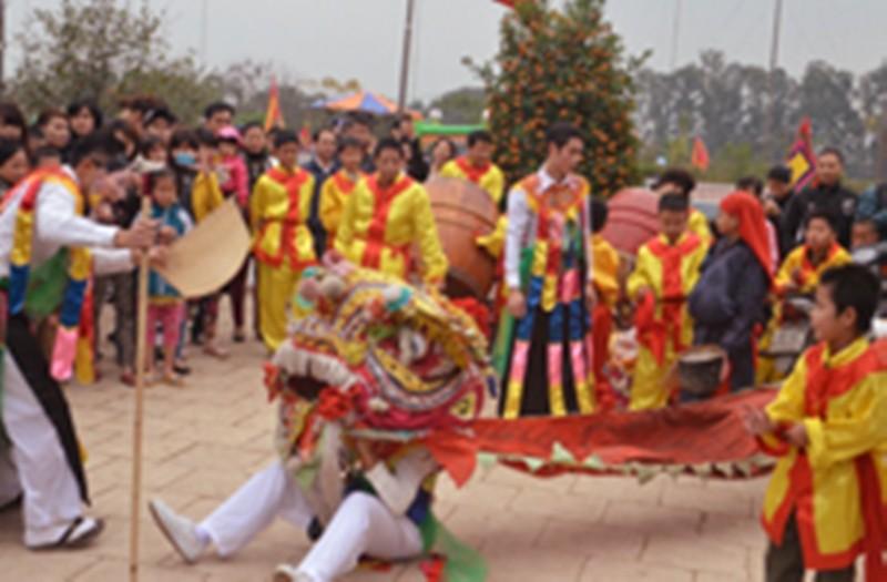 Về Triều Khúc xem trai làng giả gái múa Bồng ảnh 16