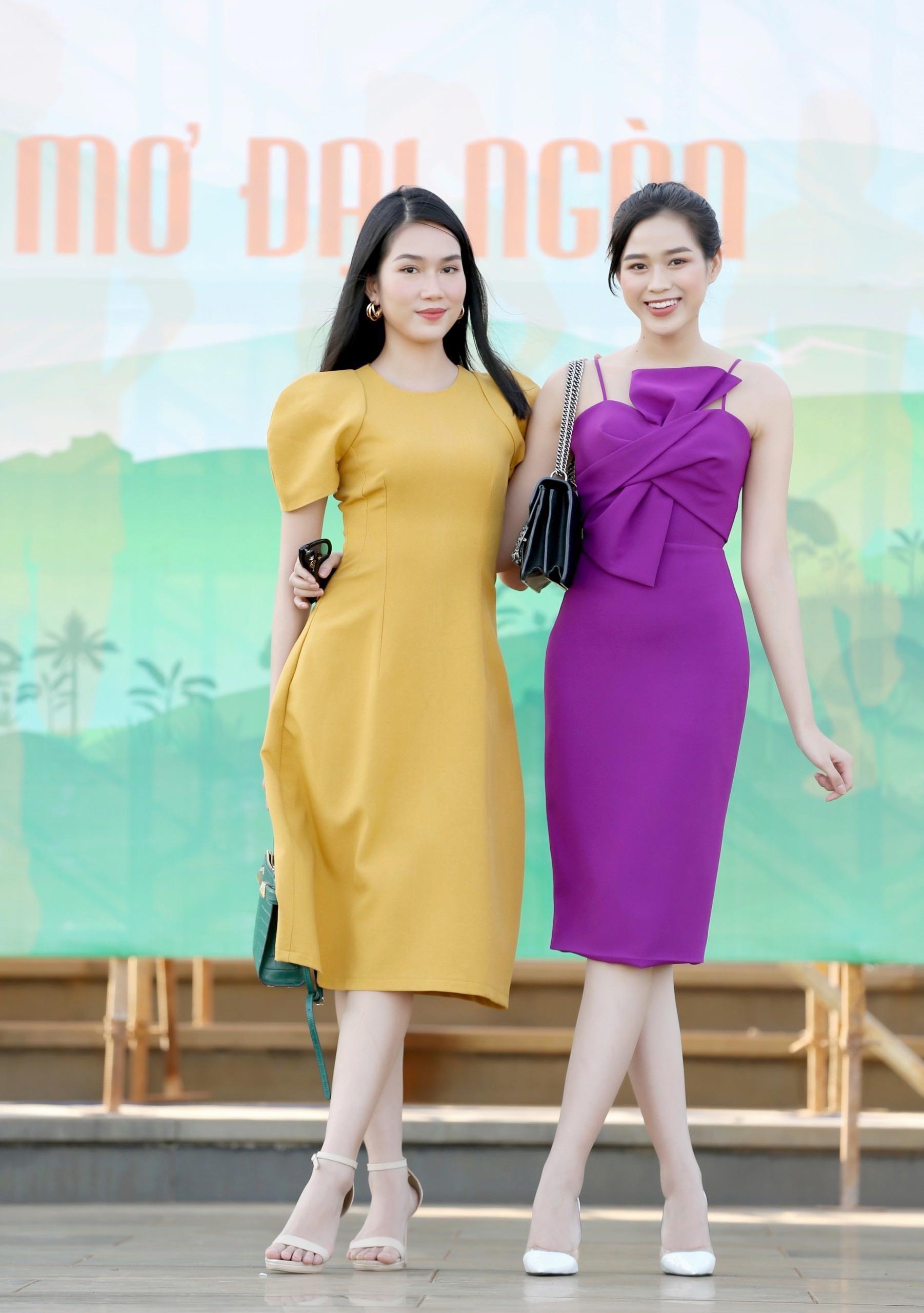 Hoa hậu Đỗ Thị Hà diện váy hai dây tím khoe vai trần gợi cảm ảnh 6