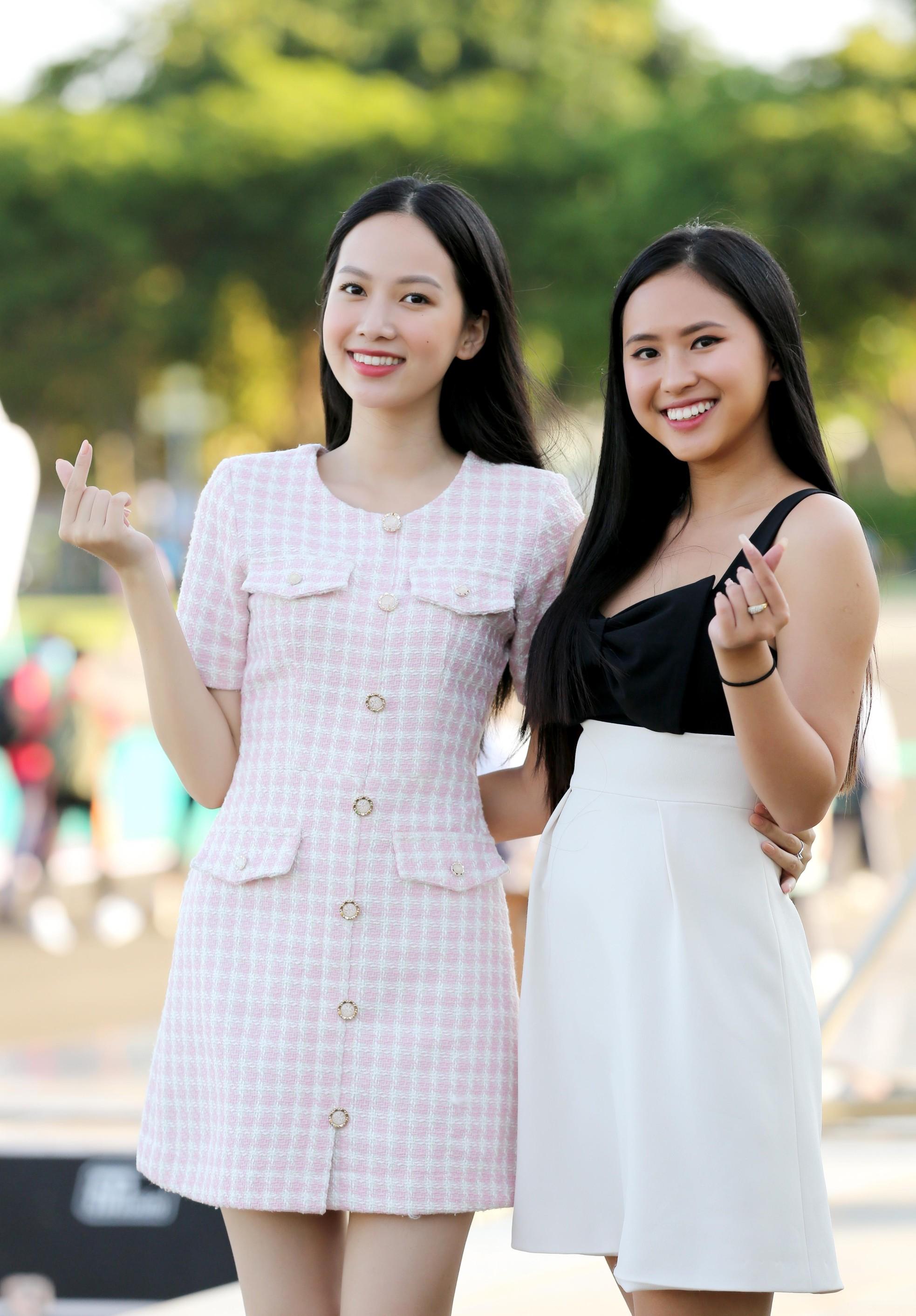 Hoa hậu Đỗ Thị Hà diện váy hai dây tím khoe vai trần gợi cảm ảnh 10