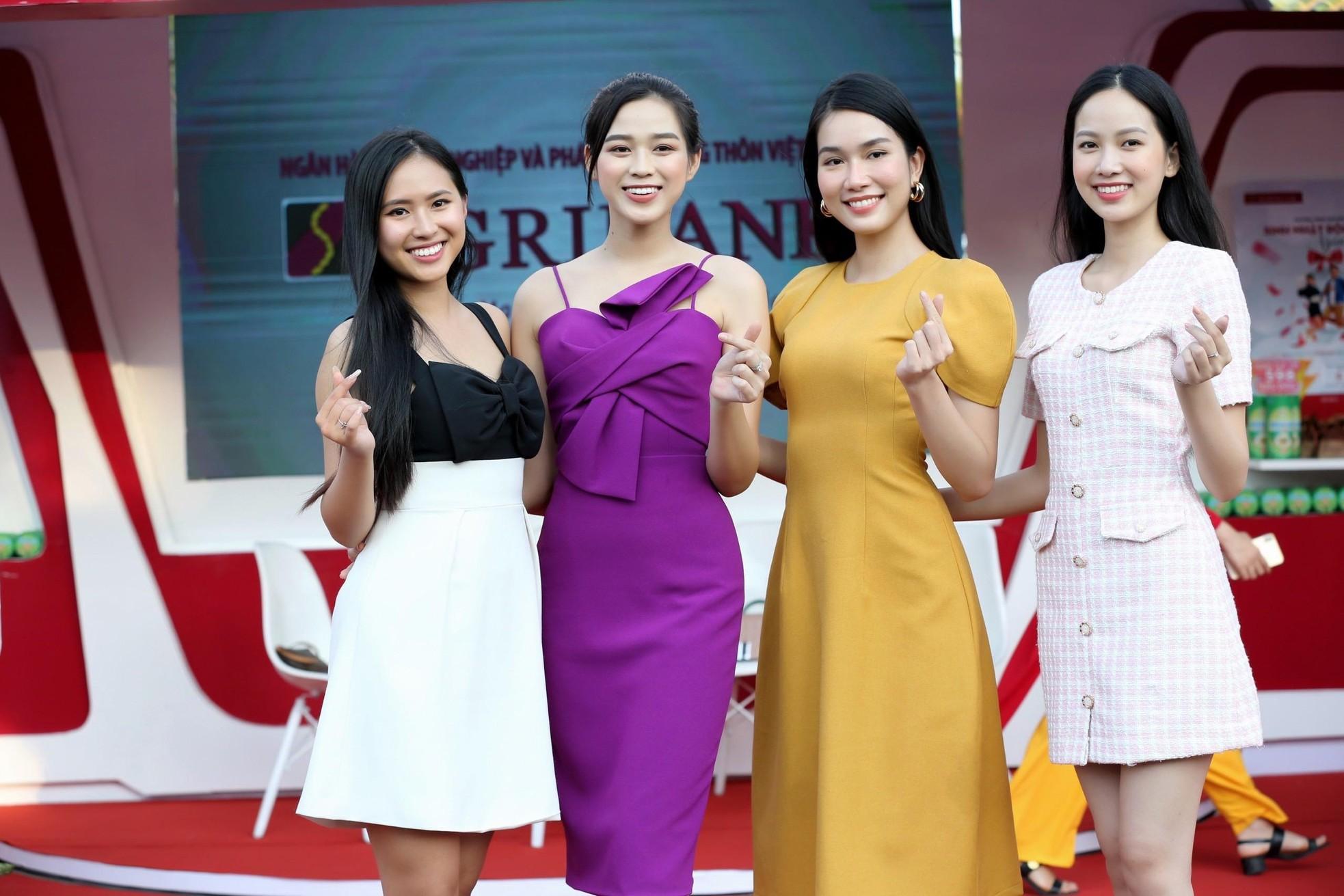 Hoa hậu Đỗ Thị Hà diện váy hai dây tím khoe vai trần gợi cảm ảnh 13