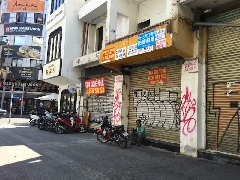 Mặt bằng 'tiền tỷ' bỏ hoang ở Sài Gòn vì dịch Covid-19 ảnh 12
