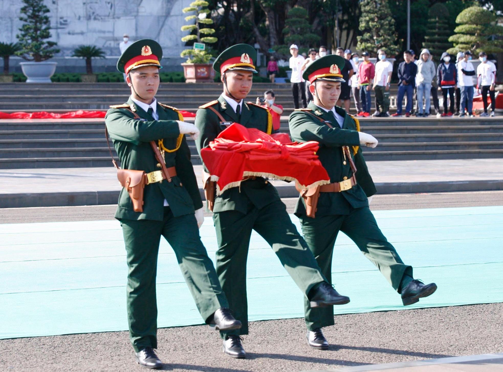Đón xem lễ Thượng cờ trang nghiêm tại Quảng trường Đại Đoàn Kết ảnh 2