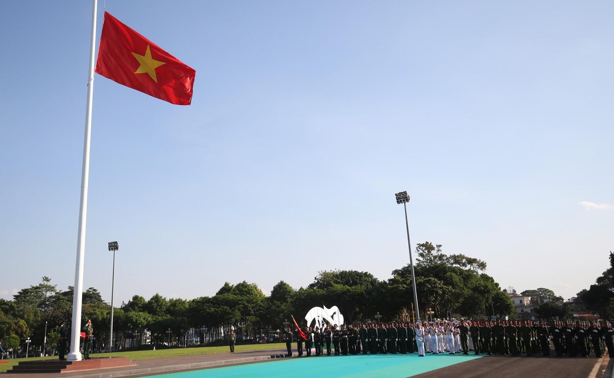 Đón xem lễ Thượng cờ trang nghiêm tại Quảng trường Đại Đoàn Kết ảnh 5