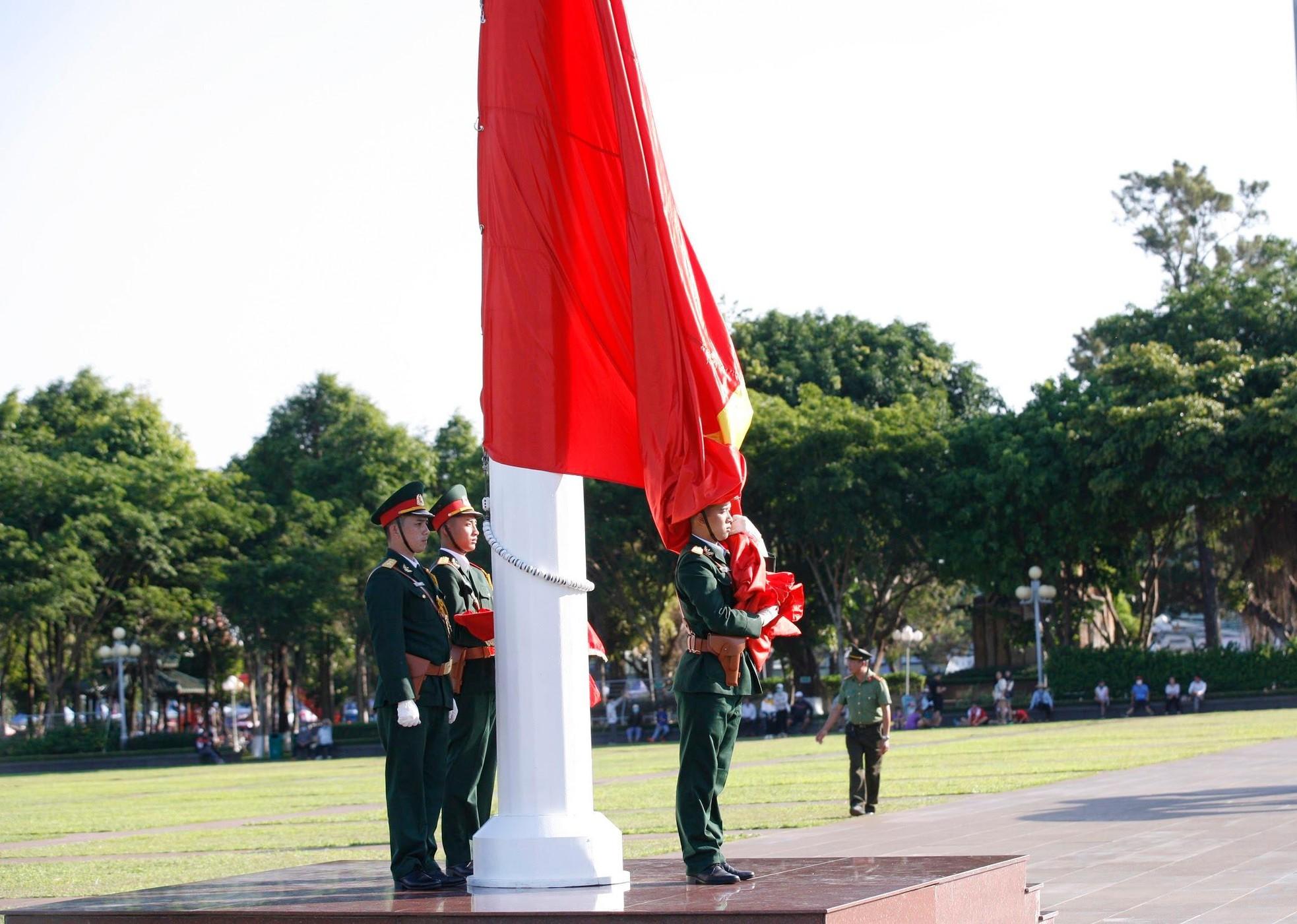 Đón xem lễ Thượng cờ trang nghiêm tại Quảng trường Đại Đoàn Kết ảnh 3