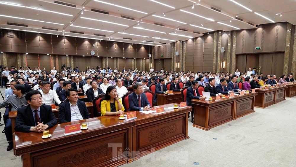 Toàn cảnh lễ trao Quyết định cho Tân Bí thư Thành uỷ Hà Nội Đinh Tiến Dũng ảnh 1