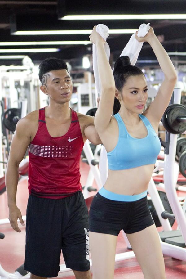 Trương Nhi eo thon gợi cảm trong phòng tập gym ảnh 2