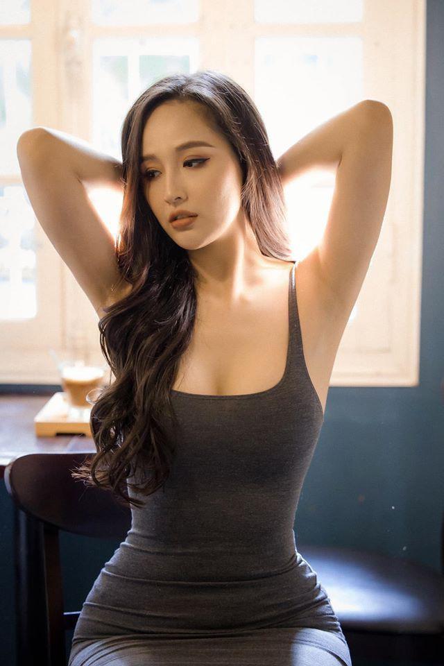 Vóc dáng 'đồng hồ cát' nóng 'bỏng mắt' của Hoa hậu Mai Phương Thúy ở tuổi 33 ảnh 11