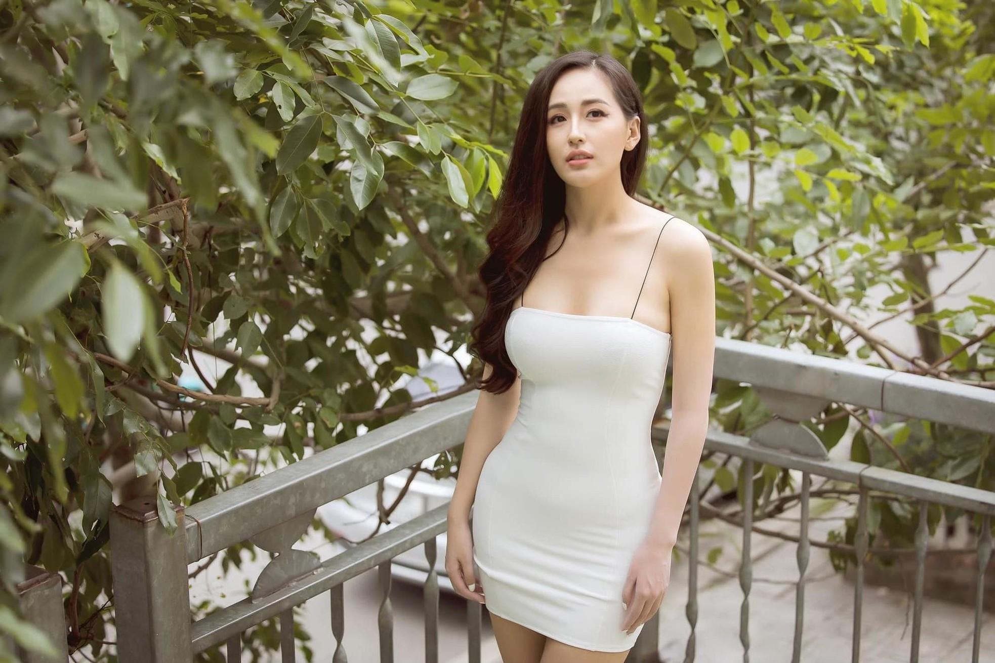 Vóc dáng 'đồng hồ cát' nóng 'bỏng mắt' của Hoa hậu Mai Phương Thúy ở tuổi 33 ảnh 8