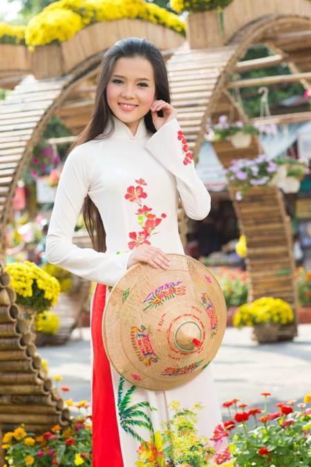 Hoa khôi sinh viên Cần Thơ thướt tha trên bến Ninh Kiều ảnh 11