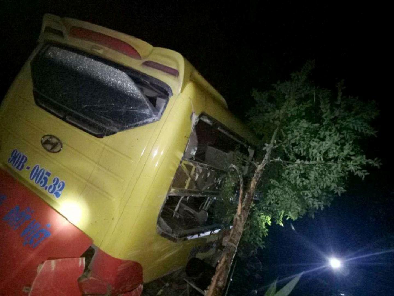 Vụ xe khách lao xuống vực: 9 người bị chấn thương rất phức tạp ảnh 1