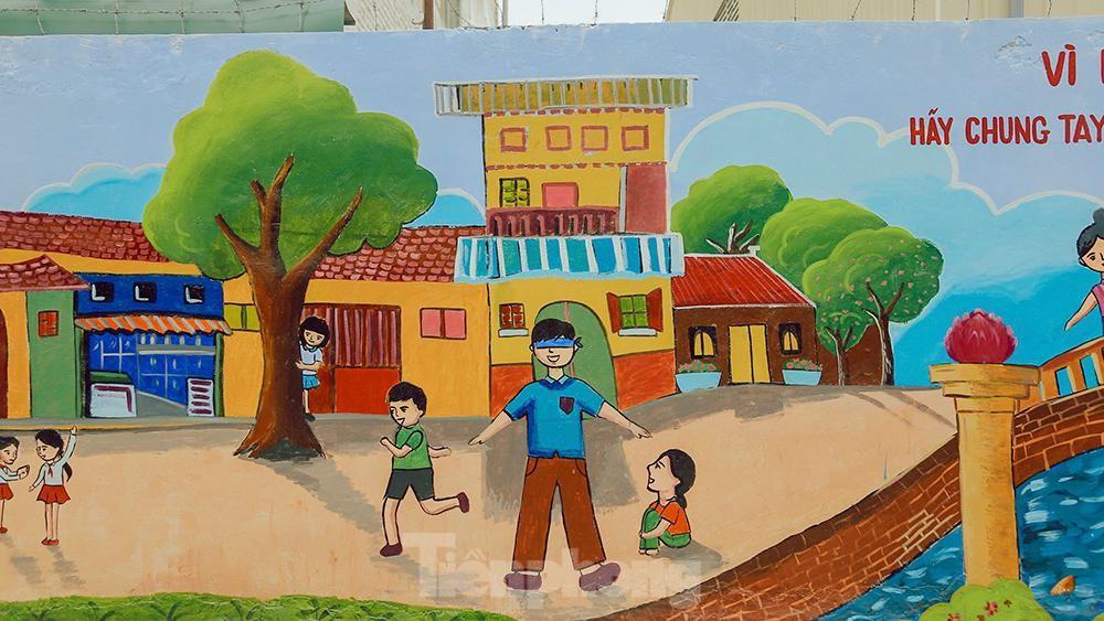 Khoác tranh bích họa lên bức tường công ty Rạng Đông sau vụ hoả hoạn ảnh 3