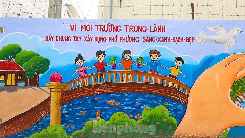 Khoác tranh bích họa lên bức tường công ty Rạng Đông sau vụ hoả hoạn ảnh 4