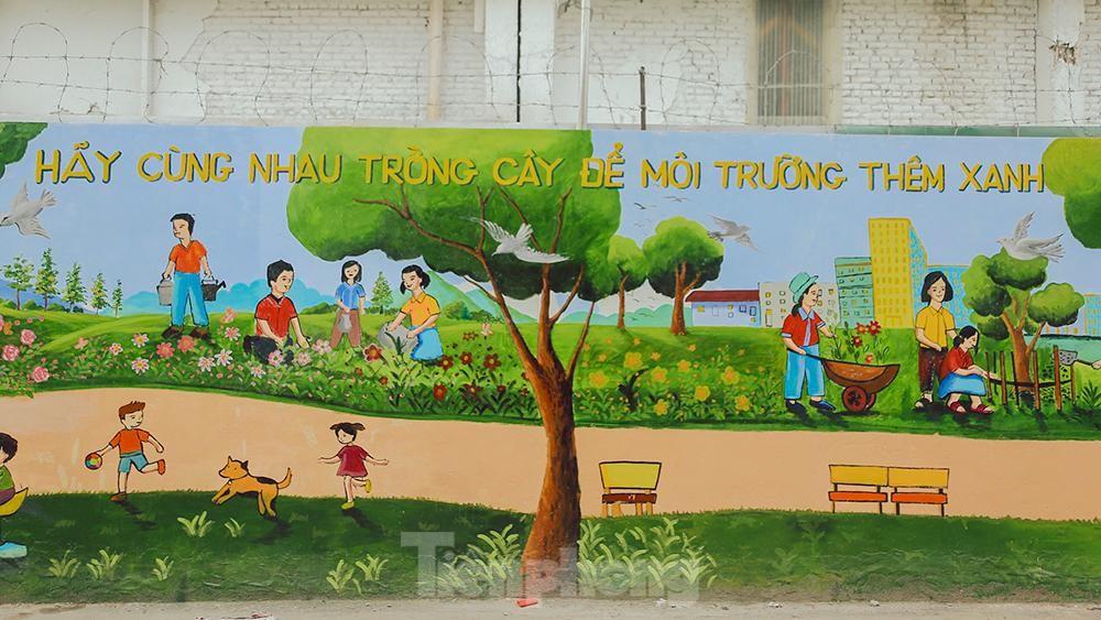 Khoác tranh bích họa lên bức tường công ty Rạng Đông sau vụ hoả hoạn ảnh 5