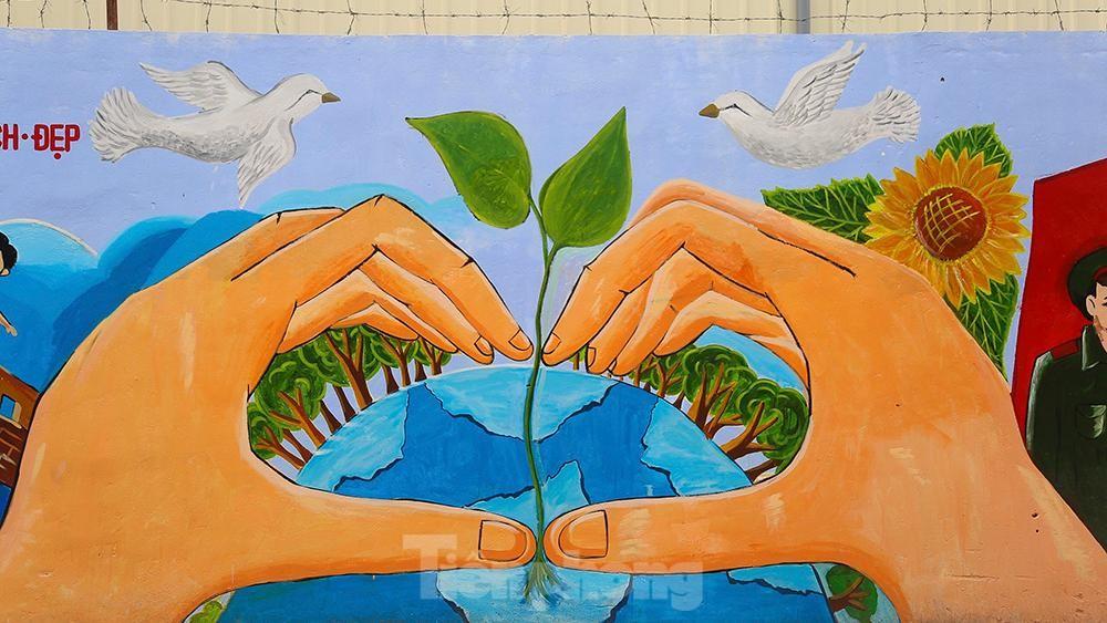 Khoác tranh bích họa lên bức tường công ty Rạng Đông sau vụ hoả hoạn ảnh 8