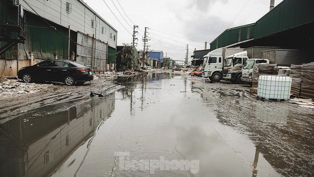 Dòng sông thơ mộng xứ Kinh Bắc ngày đêm bị 'bức tử' ảnh 4