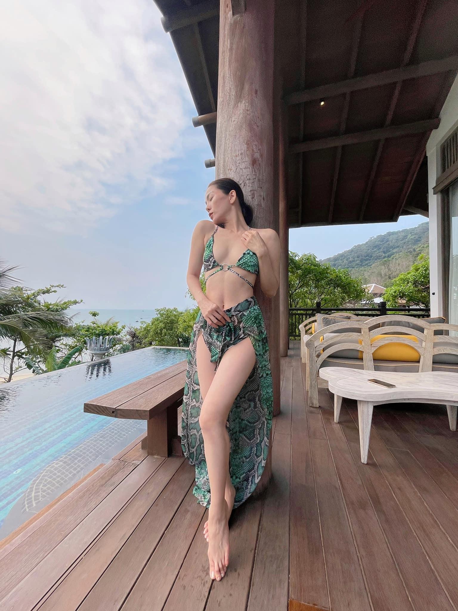 Lệ Quyên diện bikini gợi cảm bất chấp camera thường ảnh 2