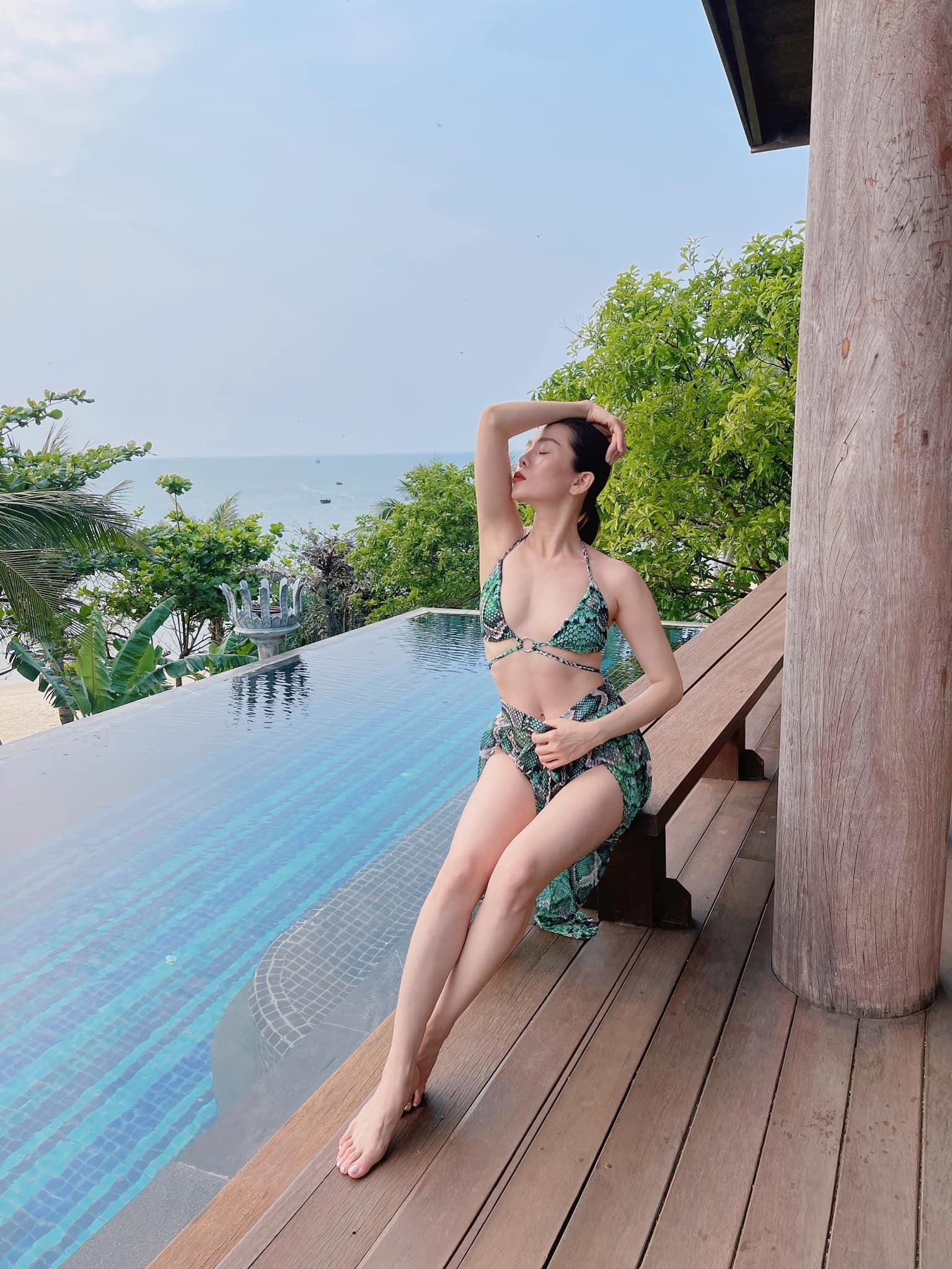 Lệ Quyên diện bikini gợi cảm bất chấp camera thường ảnh 3