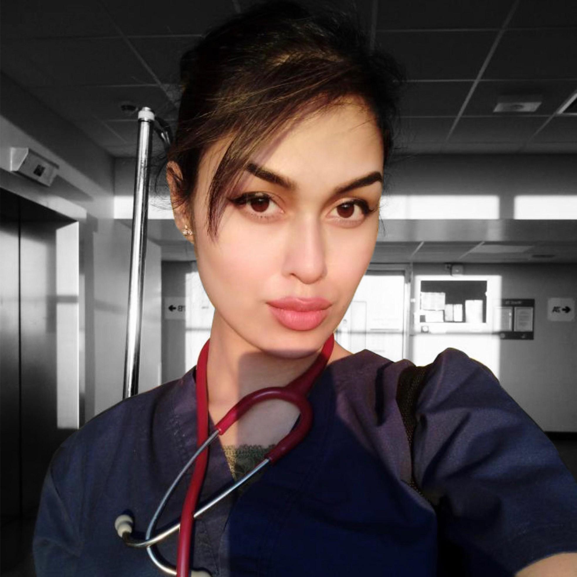 Nhan sắc hoa hậu Anh có IQ 'khủng', từng 'cất vương miện' để làm bác sĩ chống COVID-19 ảnh 7