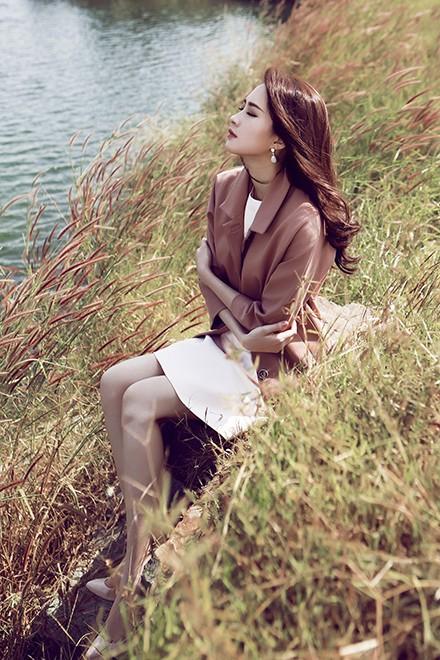 Hoa hậu Thu Thảo mong manh giữa trời đông ảnh 2