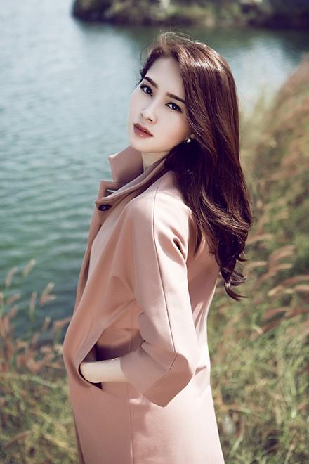 Hoa hậu Thu Thảo mong manh giữa trời đông ảnh 3