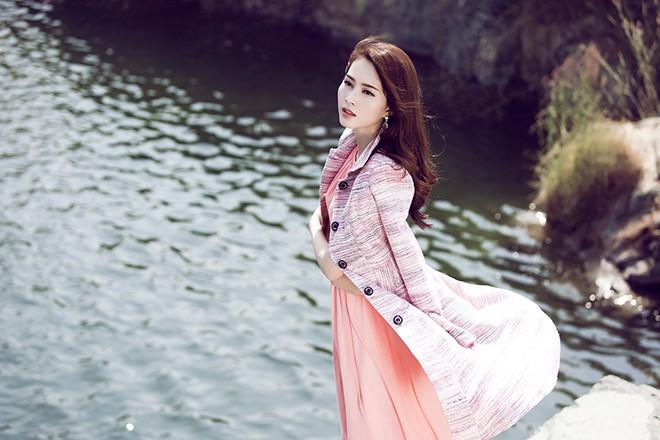 Hoa hậu Thu Thảo mong manh giữa trời đông ảnh 6