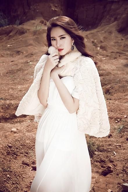 Hoa hậu Thu Thảo mong manh giữa trời đông ảnh 7