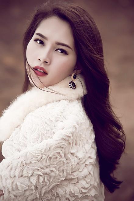 Hoa hậu Thu Thảo mong manh giữa trời đông ảnh 8