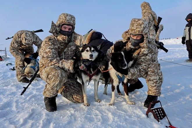 Quân khuyển đặc biệt của lính dù Nga ở Bắc Cực ảnh 8