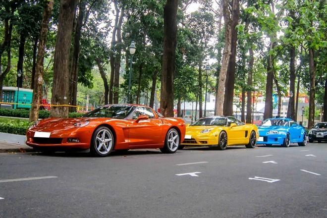 Sức mạnh dàn xe thể thao hiếm xếp hàng trên phố Sài Gòn ảnh 1