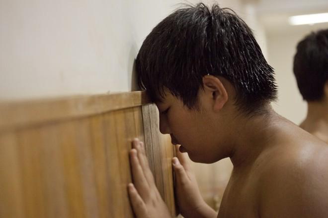 Một ngày khổ luyện của các võ sĩ sumo nhí Nhật Bản ảnh 6