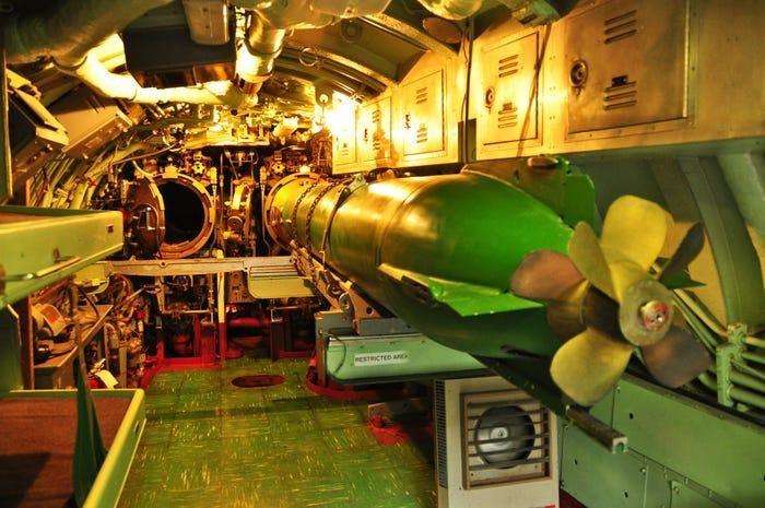 Chùm ảnh lột tả cuộc sống khác thường của thủy thủ tàu ngầm ảnh 6