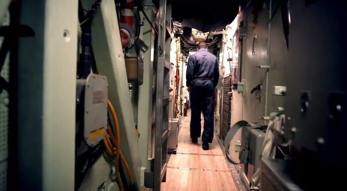Chùm ảnh lột tả cuộc sống khác thường của thủy thủ tàu ngầm ảnh 8
