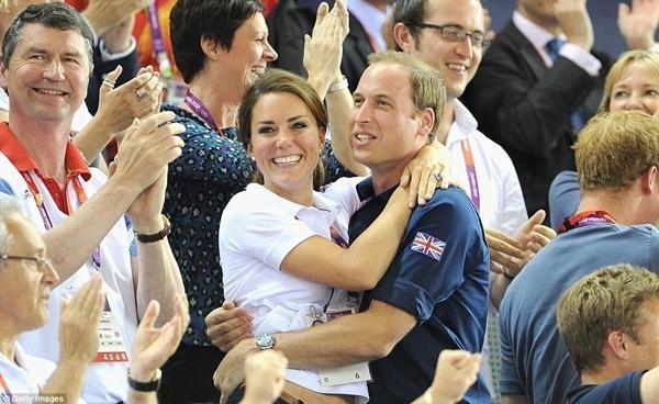 William & Kate: 10 bức ảnh chứng minh một thập kỷ tình yêu vẫn nguyên vẹn như ban đầu ảnh 3