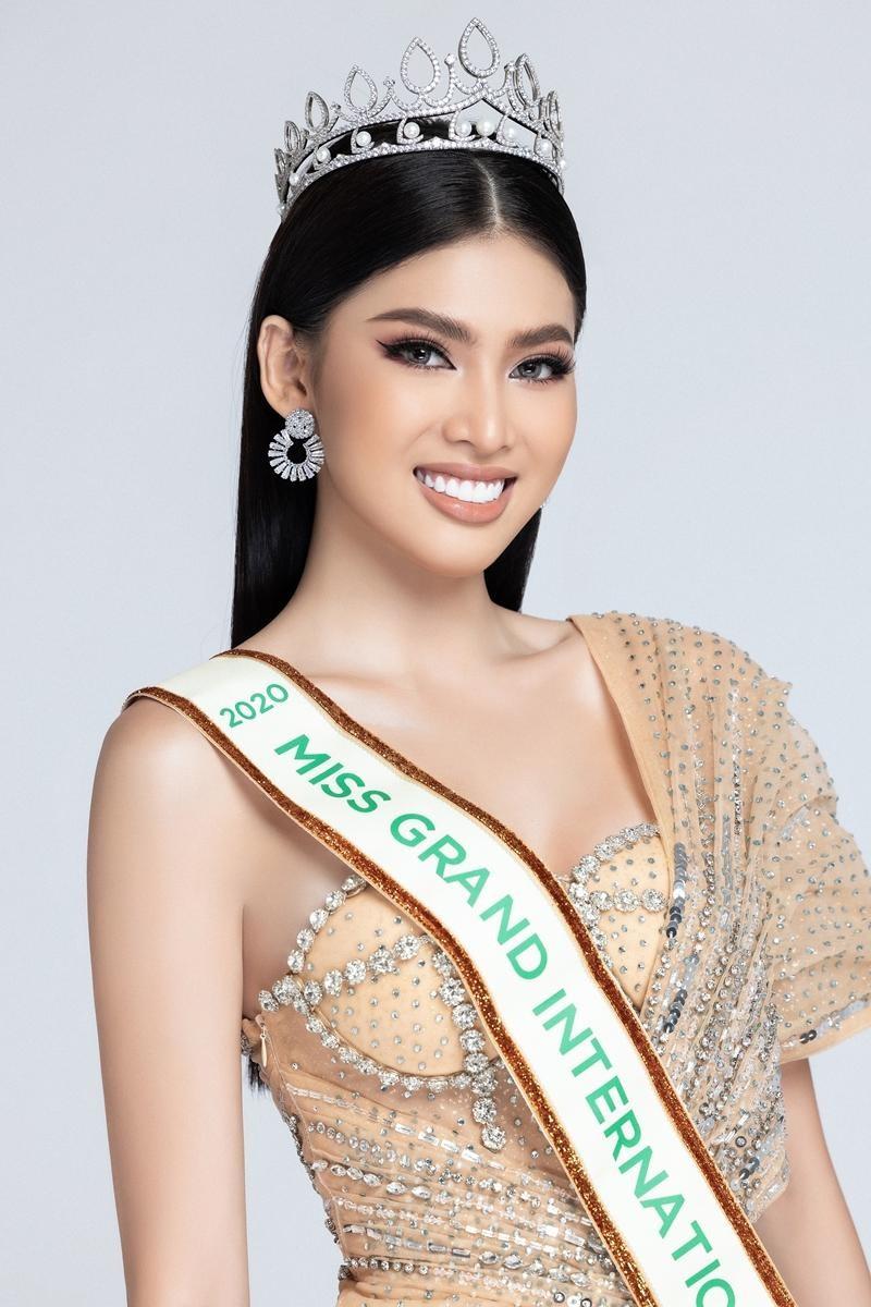 Hoa hậu Đỗ Thị Hà và các người đẹp dự thi quốc tế năm nay, ai có cơ hội tỏa sáng nhất? ảnh 1