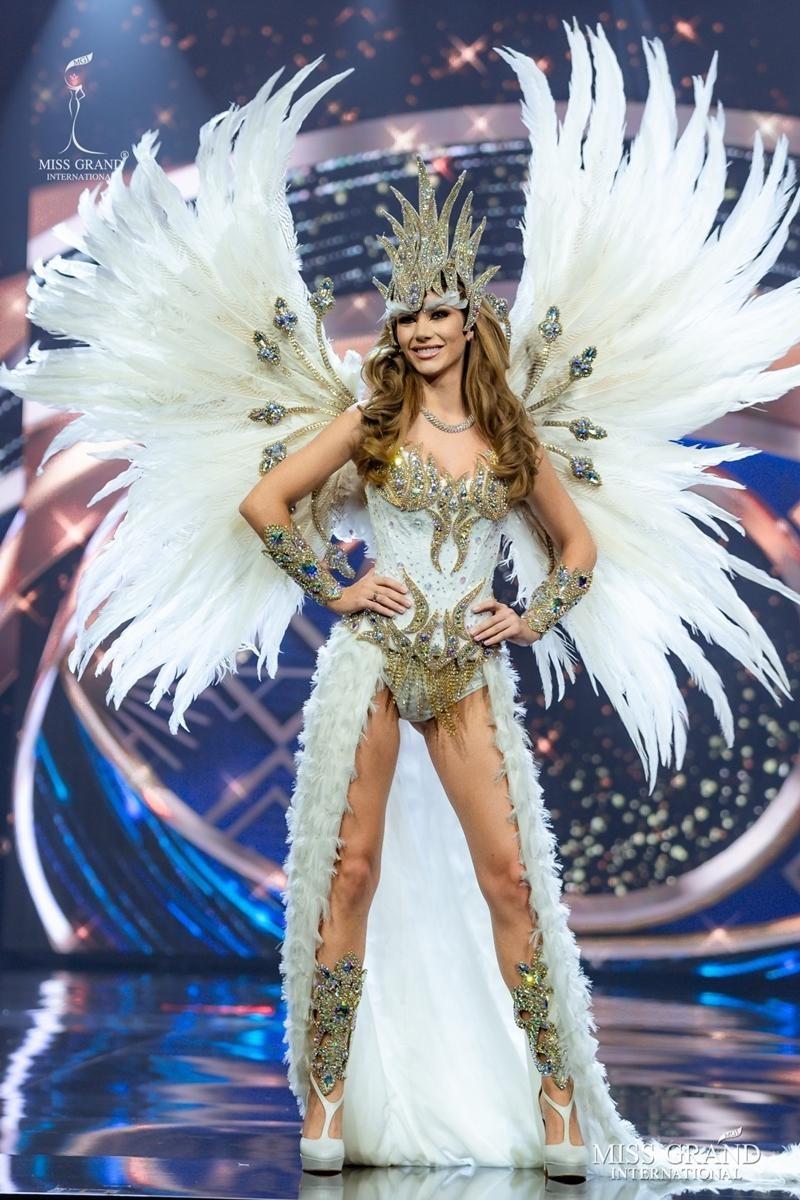 Ngọc Thảo và dàn đối thủ biến sân khấu Miss Grand International 2020 thành lễ hội Carnival ảnh 2
