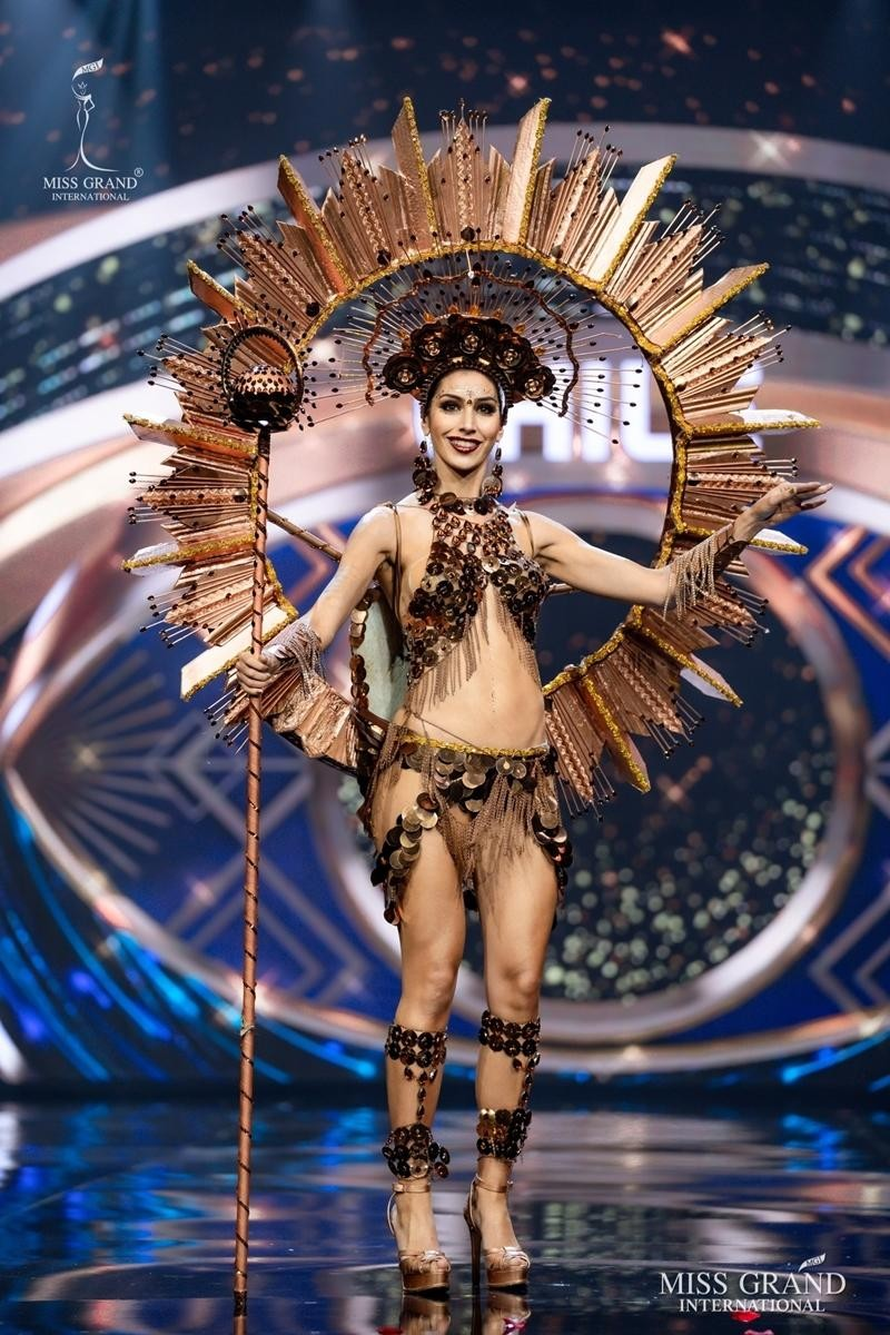 Ngọc Thảo và dàn đối thủ biến sân khấu Miss Grand International 2020 thành lễ hội Carnival ảnh 3