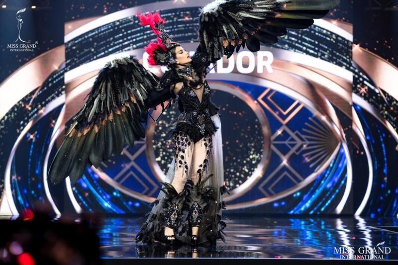 Ngọc Thảo và dàn đối thủ biến sân khấu Miss Grand International 2020 thành lễ hội Carnival ảnh 4