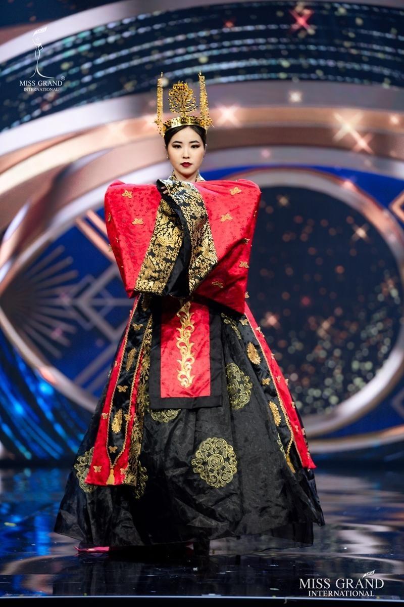 Ngọc Thảo và dàn đối thủ biến sân khấu Miss Grand International 2020 thành lễ hội Carnival ảnh 6