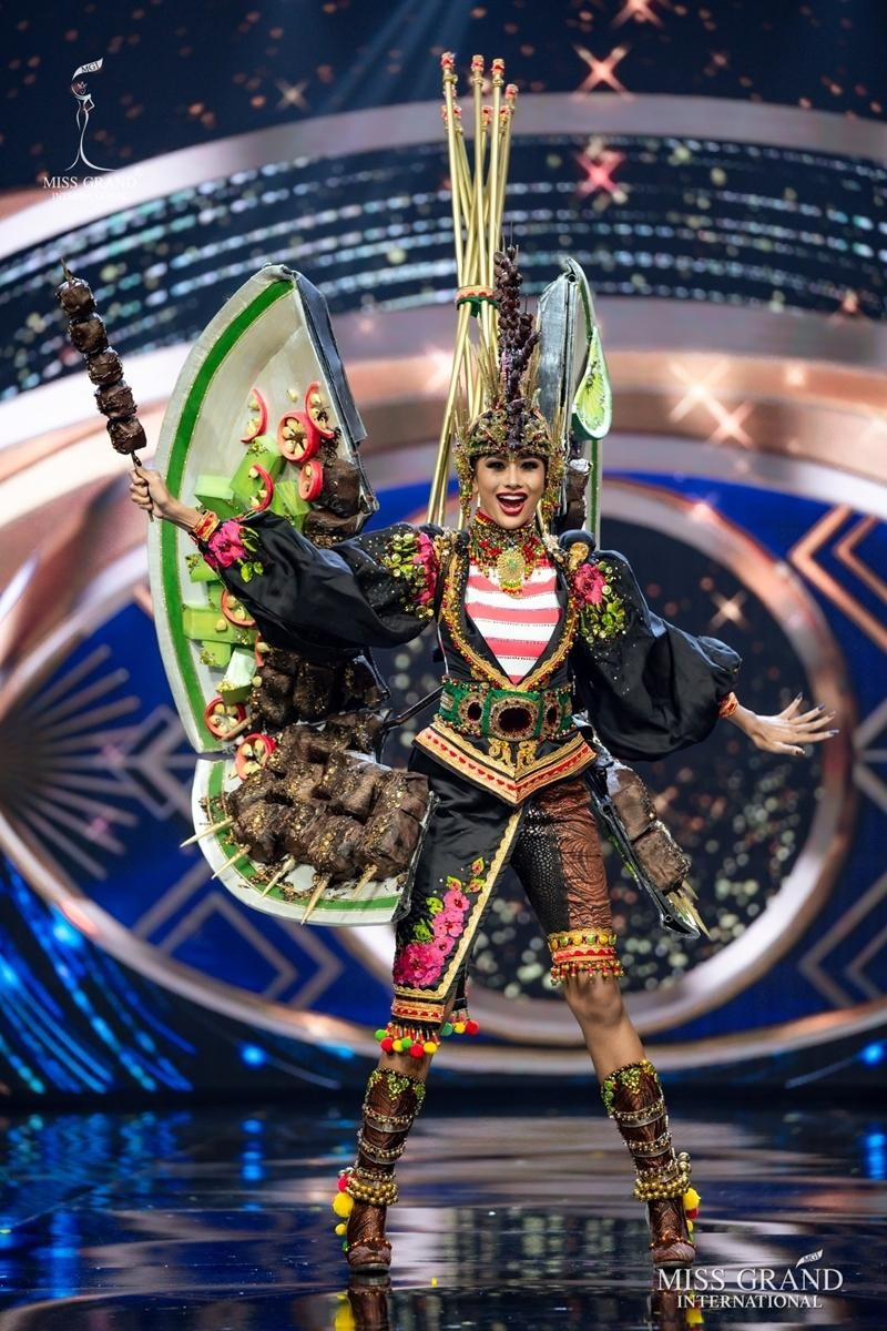 Ngọc Thảo và dàn đối thủ biến sân khấu Miss Grand International 2020 thành lễ hội Carnival ảnh 7