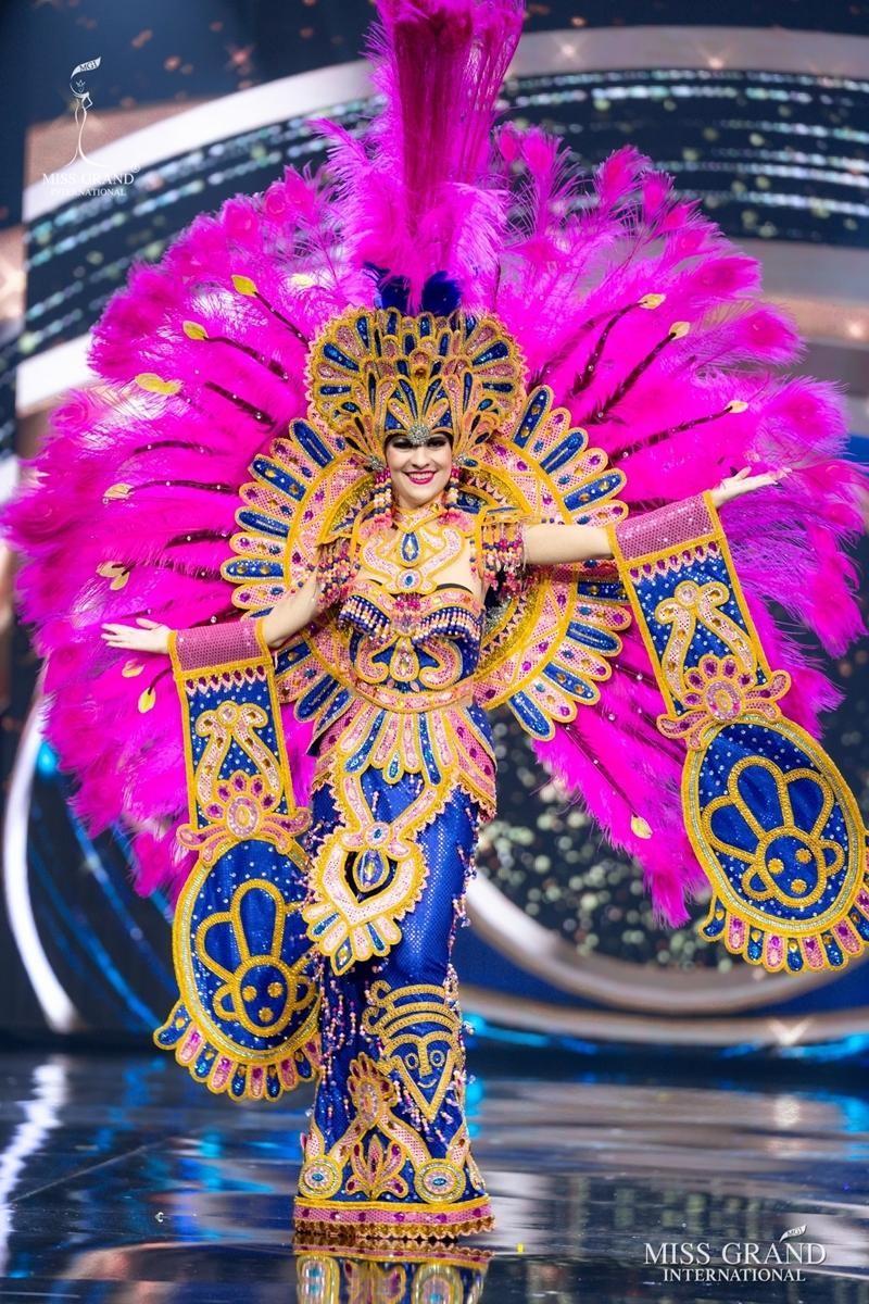 Ngọc Thảo và dàn đối thủ biến sân khấu Miss Grand International 2020 thành lễ hội Carnival ảnh 10