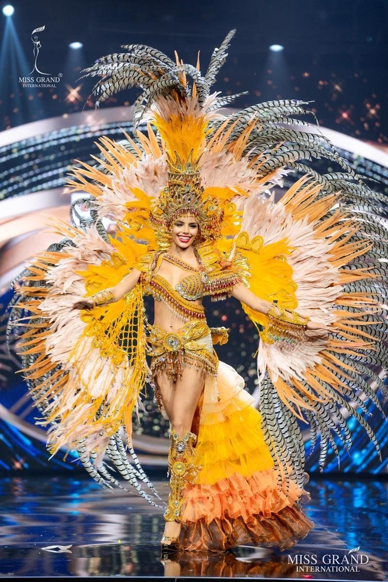 Ngọc Thảo và dàn đối thủ biến sân khấu Miss Grand International 2020 thành lễ hội Carnival ảnh 11