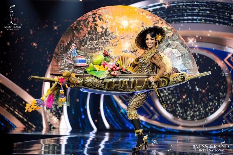 Ngọc Thảo và dàn đối thủ biến sân khấu Miss Grand International 2020 thành lễ hội Carnival ảnh 13