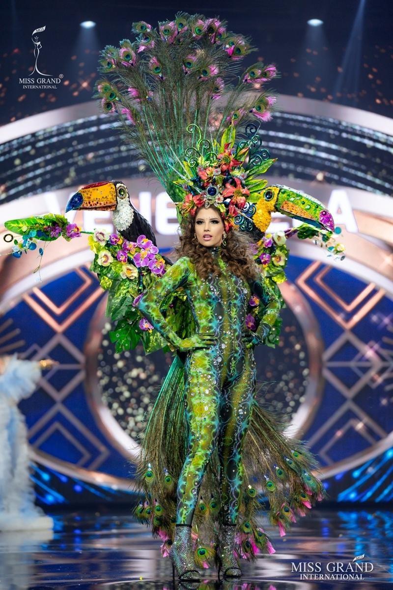 Ngọc Thảo và dàn đối thủ biến sân khấu Miss Grand International 2020 thành lễ hội Carnival ảnh 14