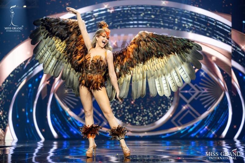 Ngọc Thảo và dàn đối thủ biến sân khấu Miss Grand International 2020 thành lễ hội Carnival ảnh 15