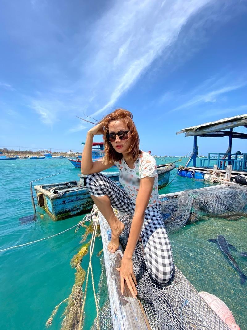 Hoa hậu H'Hen Niê diện trang phục bình dân, tạo dáng thời trang bất chấp mọi địa hình ảnh 2