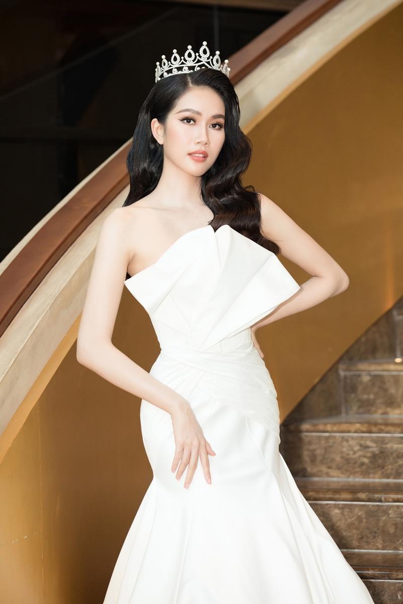 """""""Cuộc chiến"""" thảm đỏ siêu hot của Hoa hậu Đỗ Thị Hà, Lương Thùy Linh, Tiểu Vy, Đỗ Mỹ Linh ảnh 9"""